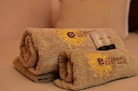Elkoweru Guest House: Towels and Guest Amenities