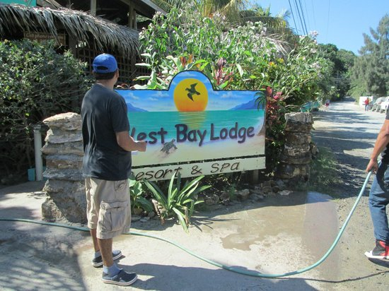 West Bay Lodge and Spa: Front entrance