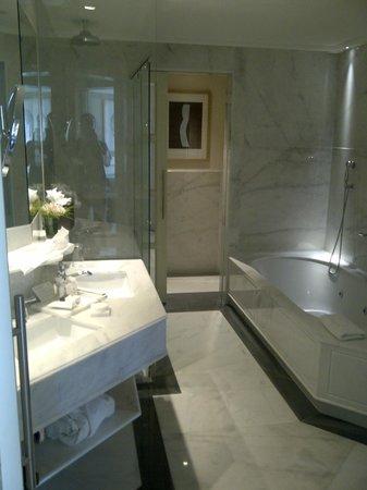 Majestic Hotel & Spa Barcelona : bathroom