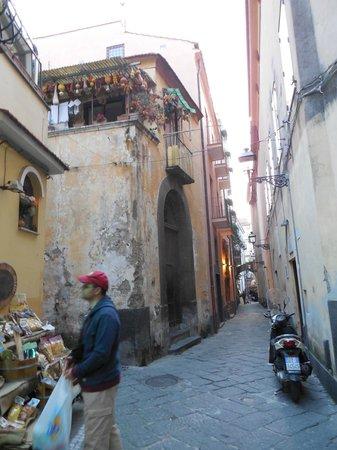 Hotel Rivoli Sorrento: The street