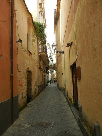Hotel Rivoli Sorrento: The street