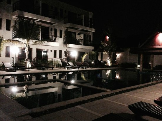 T-Villa Resort: pool at night