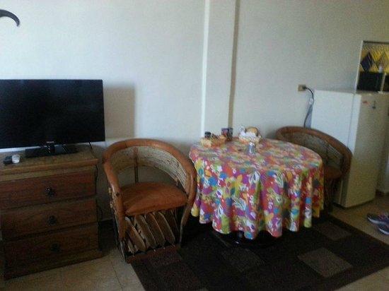 Suites Fenicia: Notre table..