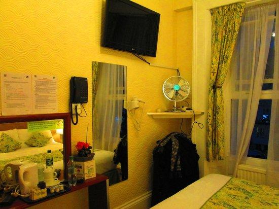 Falcon Hotel : Bedroom