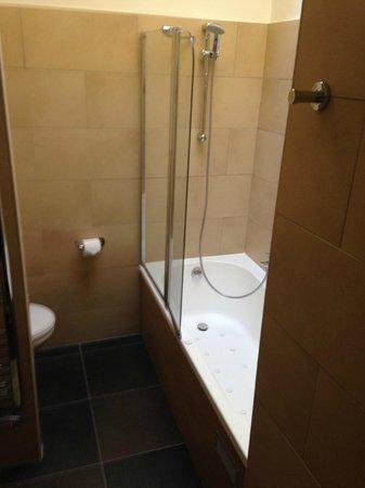 Center Parcs - Domaine des Trois Forets: baignoire a remous