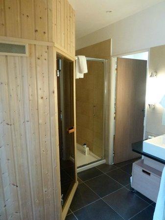 Center Parcs - Domaine des Trois Forets: salle de bains 2
