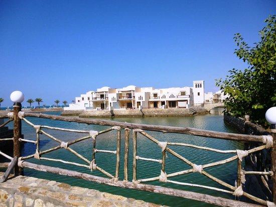 Cove Rotana Resort Ras Al Khaimah: On the to the beach