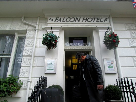 Falcon Hotel : Hotel Entrance