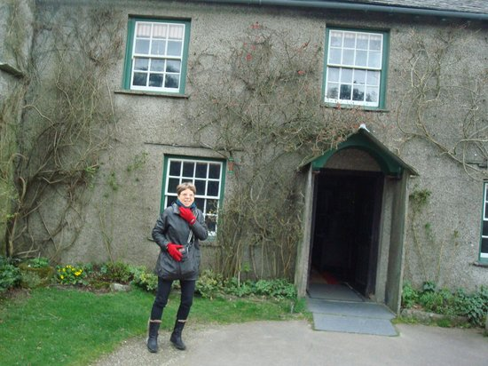 Hill Top, Beatrix Potter's House: In front of Hill Top Farm