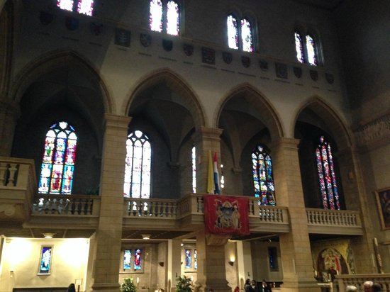 Notre Dame Cathedral (Cathedrale Notre Dame): navate