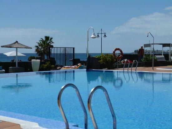 Pueblo Marinero: View of pool and sea