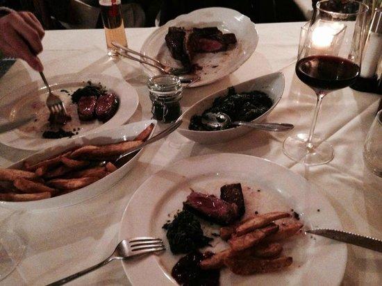 Steak Boutique: T-Bone Steak mit Blattspinat & hausgemachten Fries