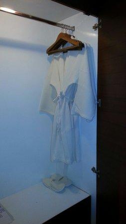 Swissotel Resort Phuket Patong Beach: Robe and slippers