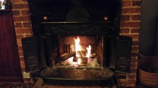 The Sportsman Inn: Warm Open Fire