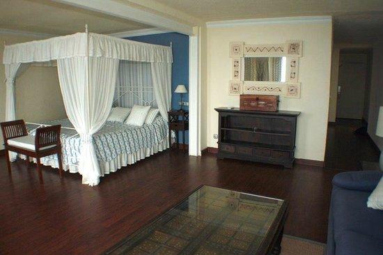 hotel ibersol cavaliere sur plage le lavandou frankrig hotel anmeldelser sammenligning. Black Bedroom Furniture Sets. Home Design Ideas