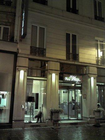 Des Ducs d'Anjou : Hotel front side