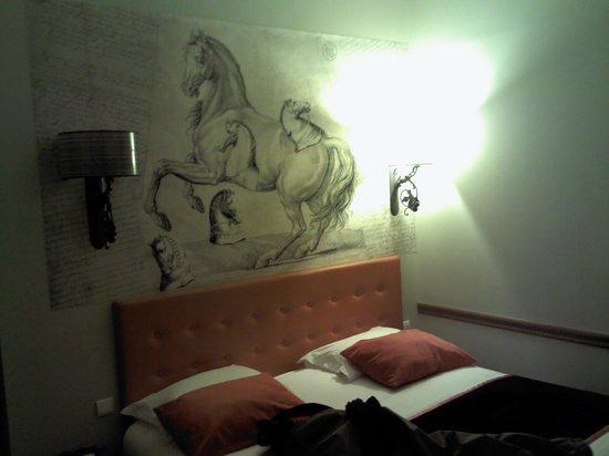 Des Ducs d'Anjou : bedroom front side