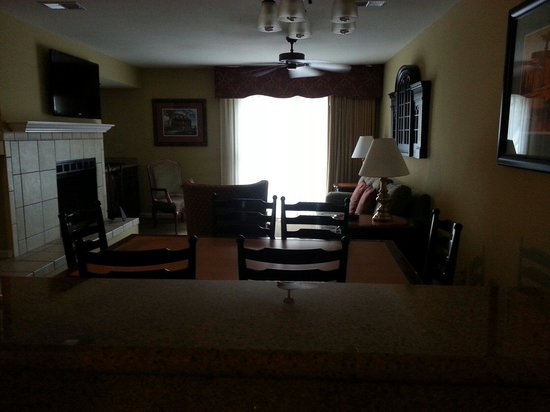 The Historic Powhatan Resort : Living area from kitchen