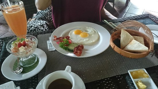 Bebek Tepi Sawah Villas & Spa: Free breakfast