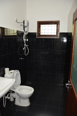 Avinka Holiday Home : Bathroom