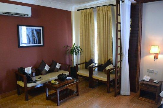 Angkor Pearl Hotel: Sitting area
