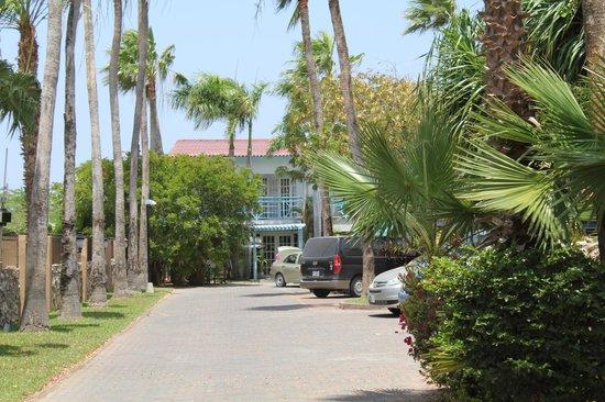 Boardwalk Hotel Aruba: entrance to hotel