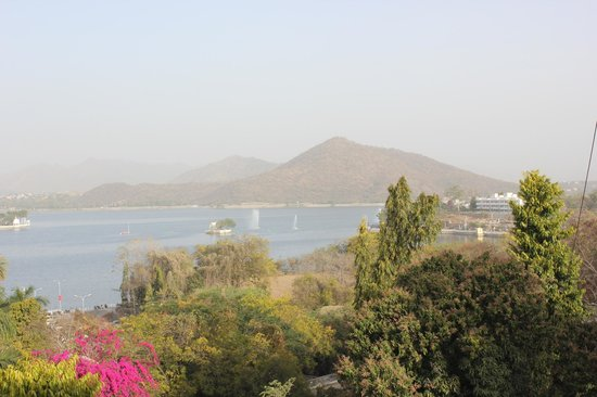 Hotel Anand Bhawan: View of Fatehsagar lake