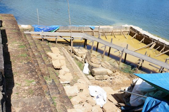 Srah Srang: The landing being renovated/restored