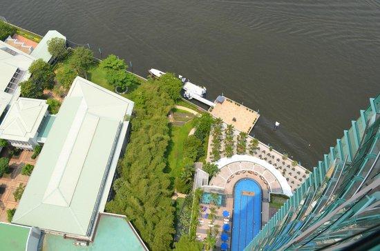 Chatrium Hotel Riverside Bangkok : piscina vista dal balcone della suite