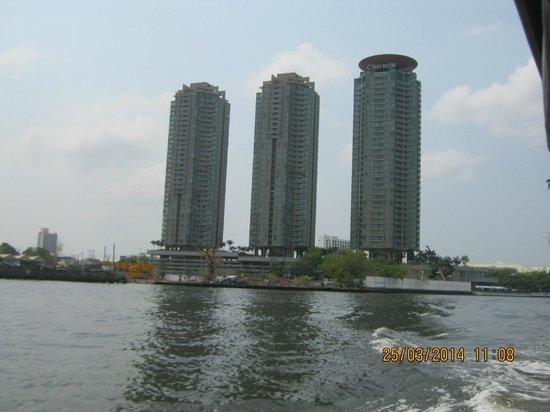 Chatrium Hotel Riverside Bangkok : l'hotel visto dal fiume