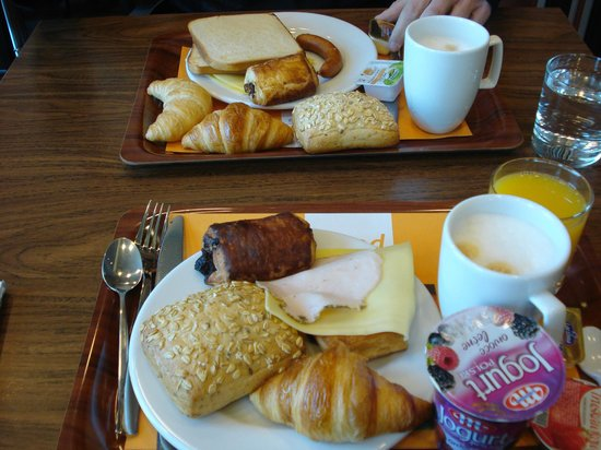 Holiday Inn Express Warsaw Airport: breakfast