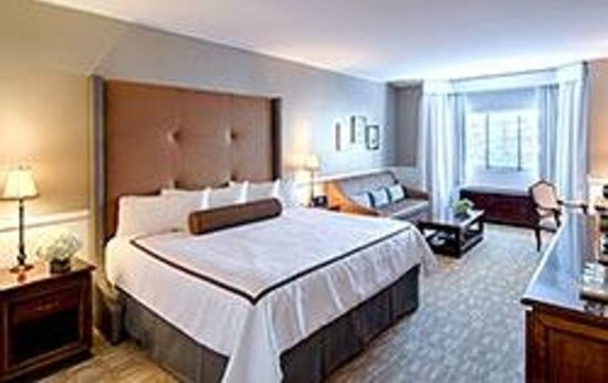 Garden City Hotel: Remodeled Deluxe King Guest Room