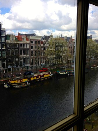Hotel Brouwer: view of Singel Canal from my room