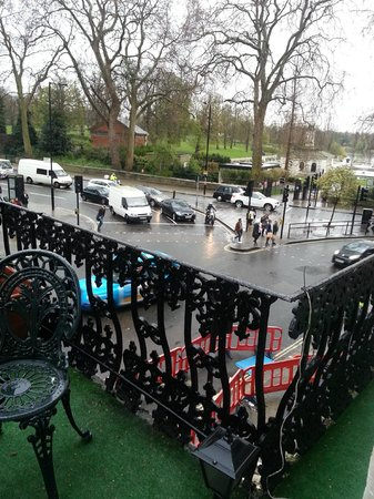 London Elizabeth Hotel: View of Hyde Park from the front balcony.