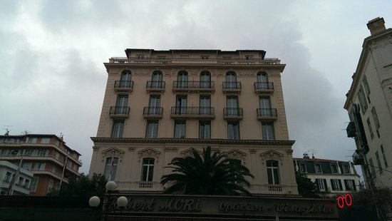 Hotel Vendome: Hotel as viewed from the street