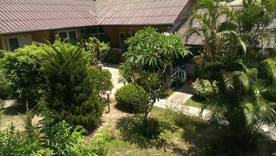 Holiday Village & Natural Garden Resort : Garden view