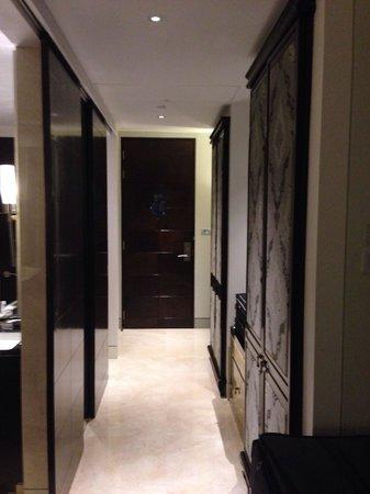 The St. Regis Bangkok : Hall/Entry