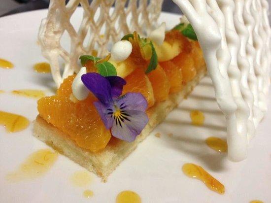 Hotel Particulier Montmartre : Dessert à la mandarine en cage de meringue