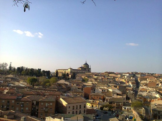 Hotel Medina de Toledo: Vista desde la entrada al hotel