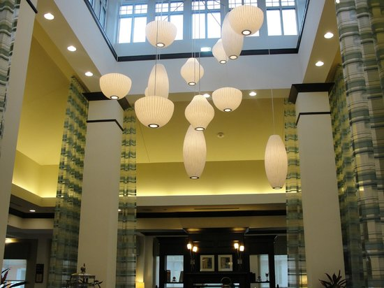 Hilton Garden Inn Lakeland: Lobby view while eating breakfast