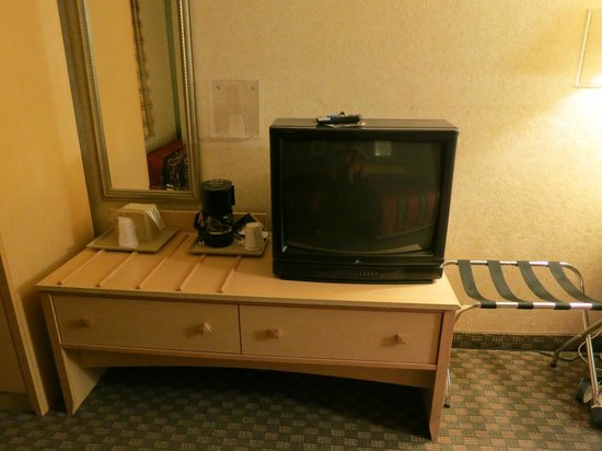 Rodeway Inn: Too-low TV table, with wooden bumps that prevent easy item placement