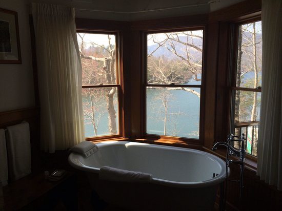 The Lodge on Lake Lure: Bath