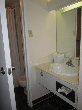 Hotel Universel Montreal: Salle de bain : Coin évier