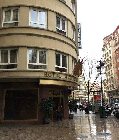 Hotel Mediterraneo: Вход в отель