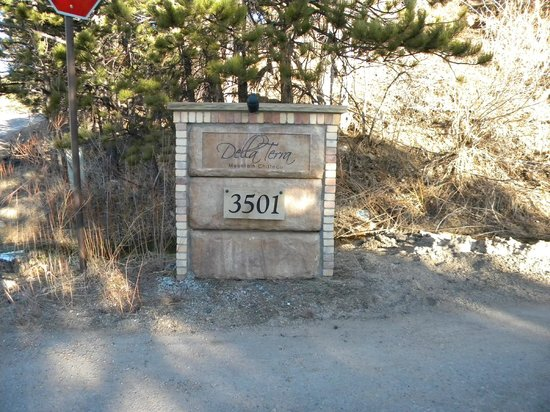 Della Terra Mountain Chateau: Property sign
