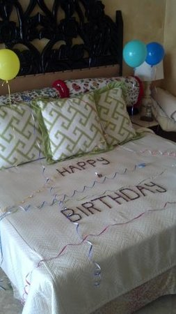 Hilton Los Cabos Beach & Golf Resort: Happy Birthday surprise from the staff at the Hilton!