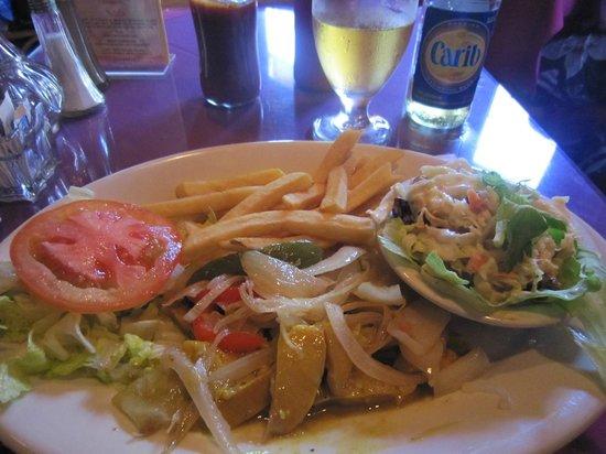 Cuzzin's Caribbean Restaurant and Bar: 名物コンク貝カレー