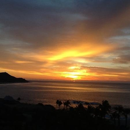 Hilton Los Cabos Beach & Golf Resort: Sunrise over The Sea of Cortez.