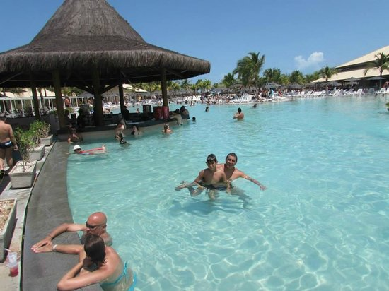 Vila Galé Cumbuco : bar na piscina