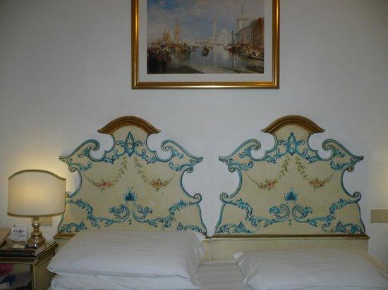 Hotel Giorgione King Size Bed Shabby Chic Decor Very Venetian